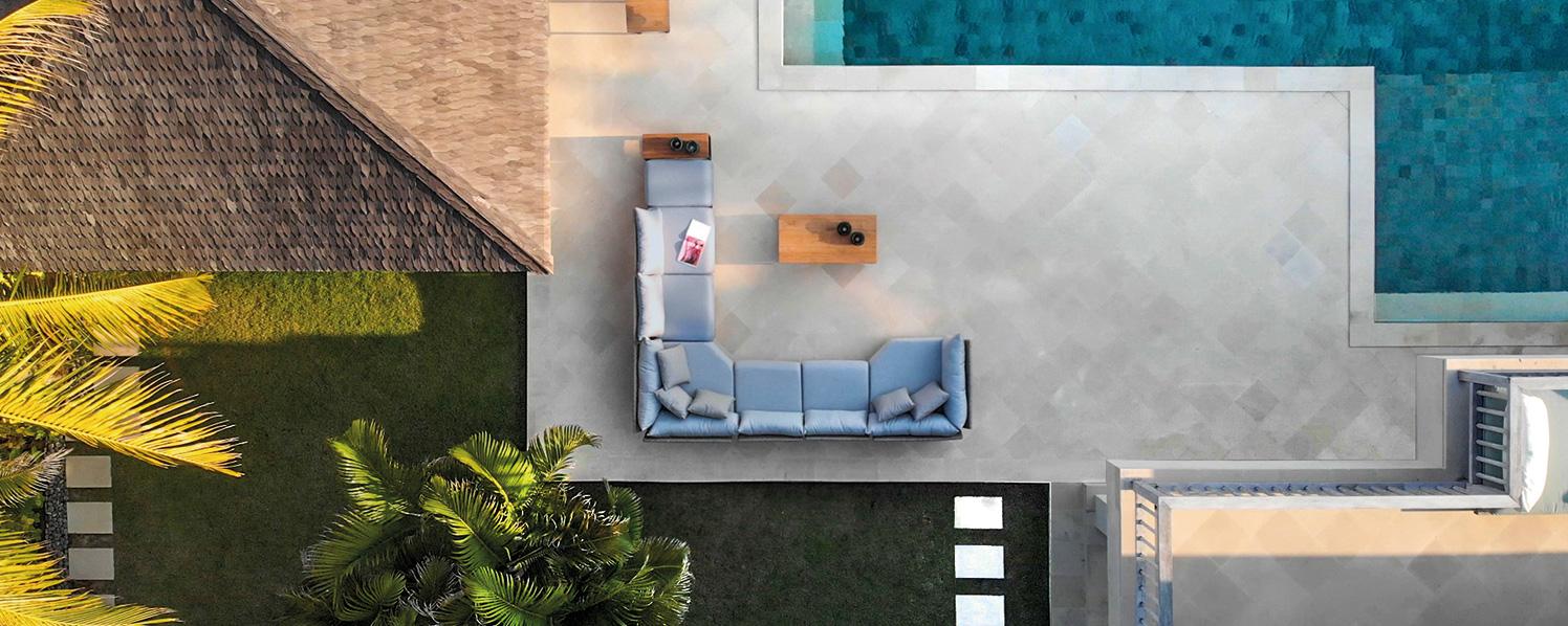 Gartensofa aus Vogelperspektive
