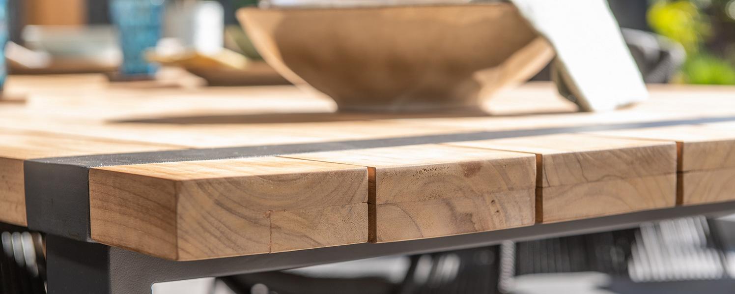 Holztisch Detailaufnahme